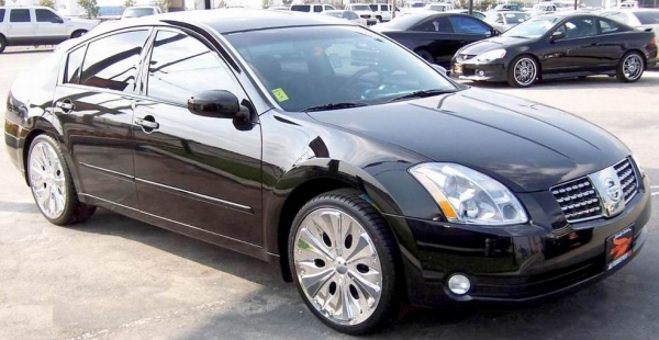 2005 Nissan Maxima on Xon Concepts 20 in. Zeus