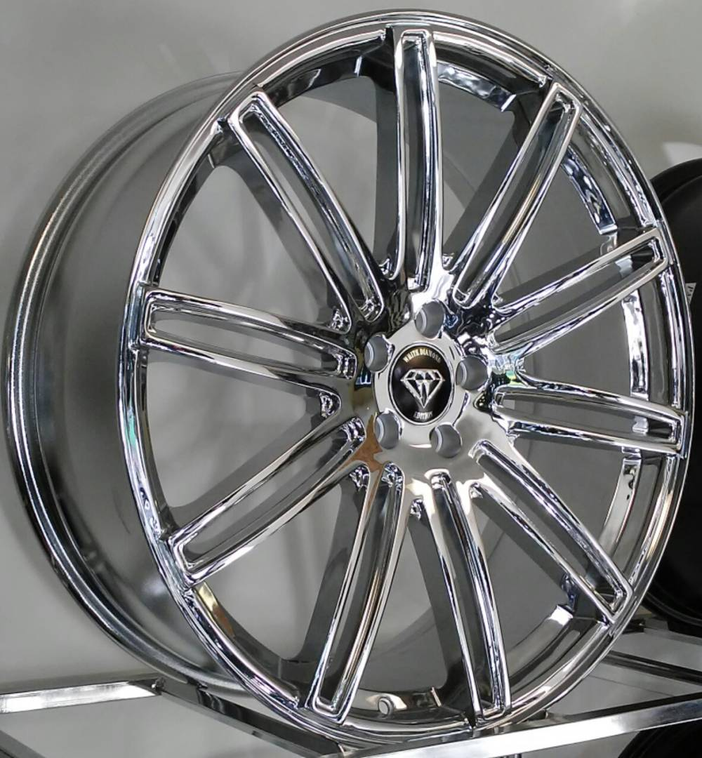 White Diamond 1043<br>Chrome Wheels
